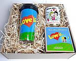 """Подарунок дівчині """"Лав із"""": стакан для кави з кришкою """"Лав із"""", шкарпетки жіночі в банці, печиво з побажаннями, фото 3"""