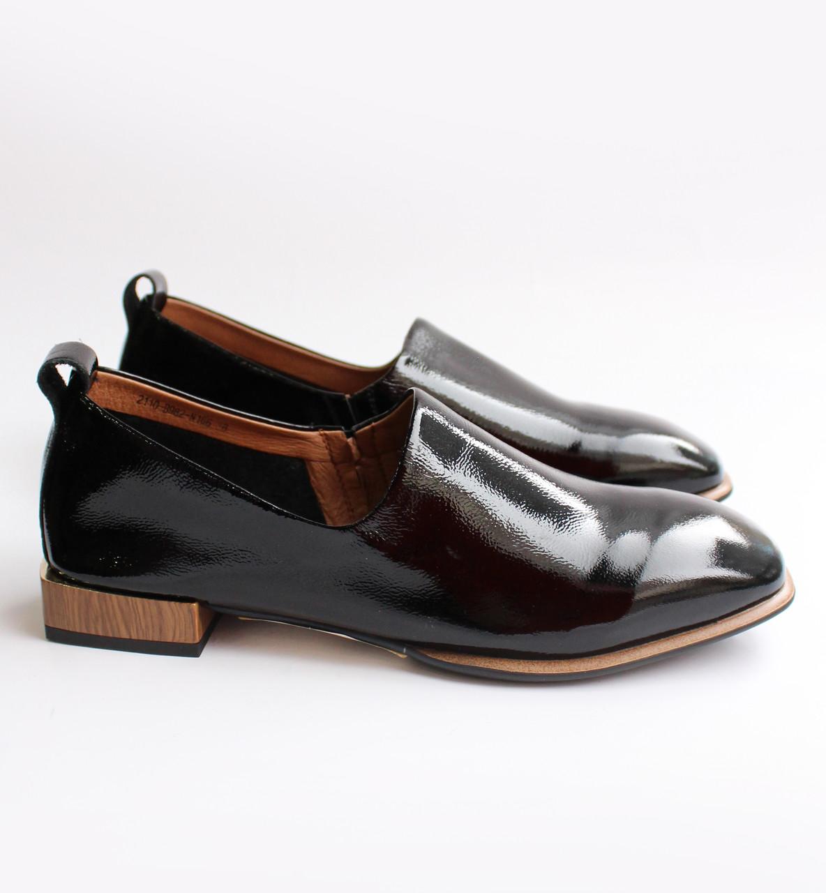 Женские лаковые туфли черные