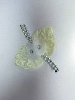 Цветок бежевый с листиками и бусинками