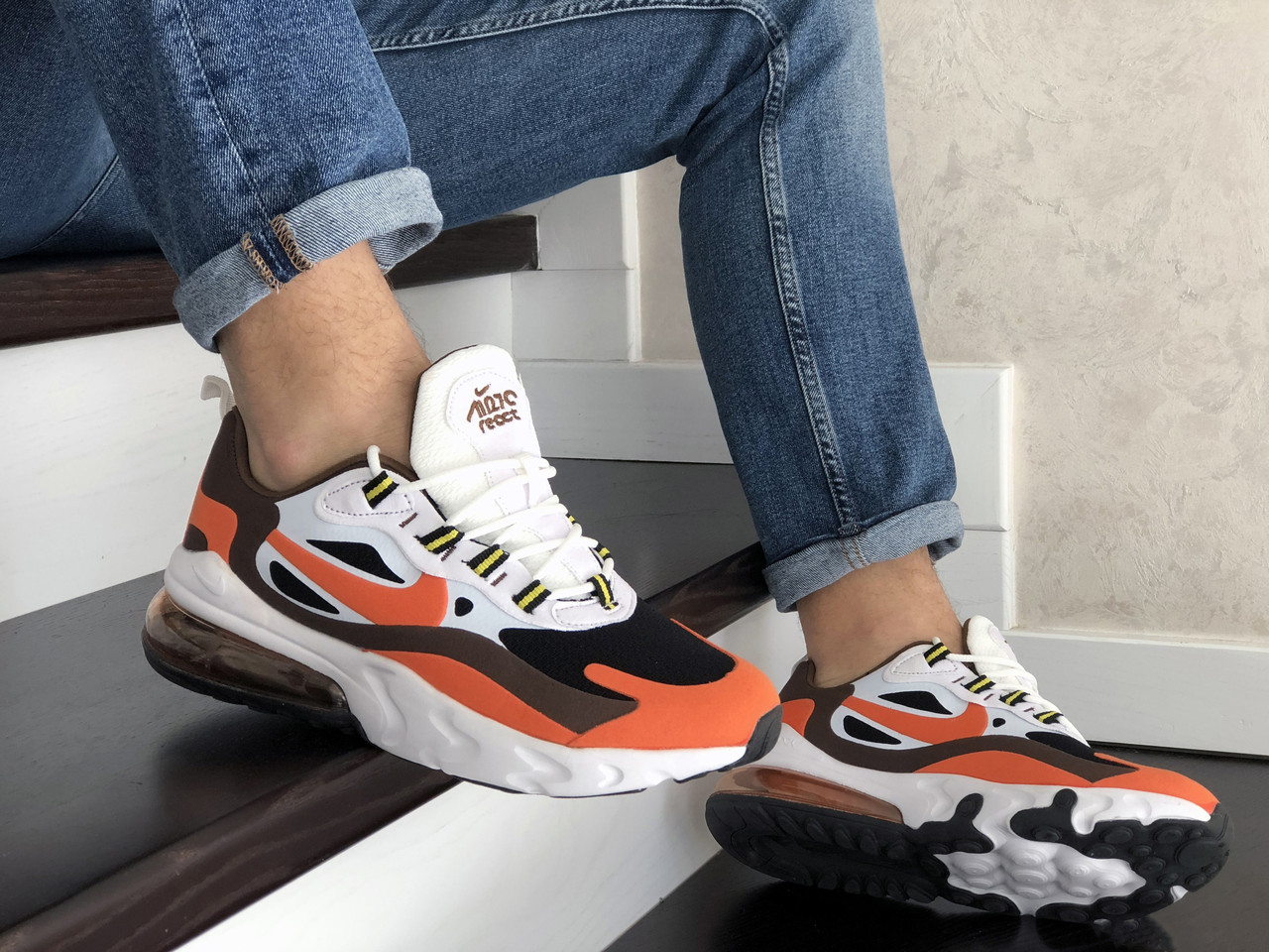 Мужские кроссовки Nike Air Max 270 React белые с оранжевым текстильные кроссовки Найк Реакт (Топ реплика ААА+)
