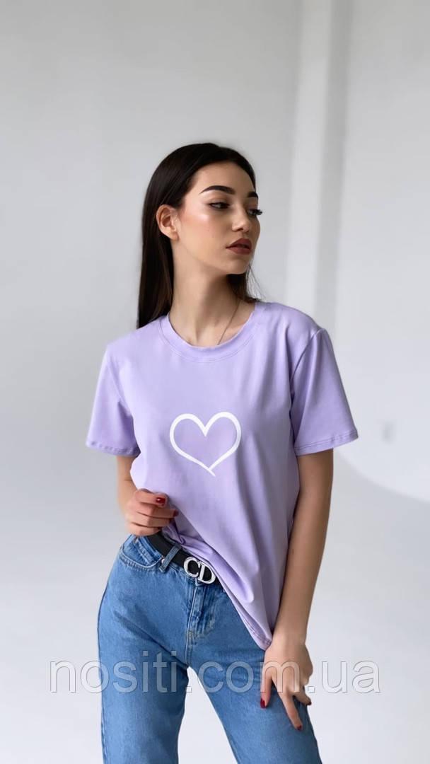 Женкая однотонная футболка с принтом сердечко