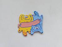Персоналізований керамічний магніт «Котики з сосискою» (жовтий + блакитний)