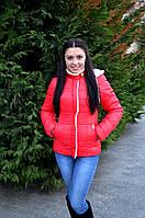 Женская приталенная куртка с меховой отделкой красная 44