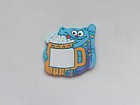 Персоналізований керамічний магніт «Котик з пивом» (фіолетовий)