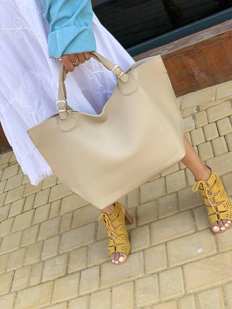 Бежева жіноча сумка шоппер A0001beige трапеція з ручками і ремінцем через плече
