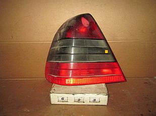 №623 Б/у ліхтар задній лівий  для  Mercedes-Benz  W202 Седан 1993-2001 (Дефект)