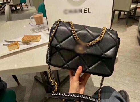 Жіноча сумка конверт ша нель 19 на ланцюжку