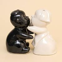 Набор Для Специй / Солонка и перечница из керамики. Мальчик и Девочка / Чёрная и Белая 10x9x5 см