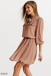 Короткое шифоновое платье в мелких горошек бежевое