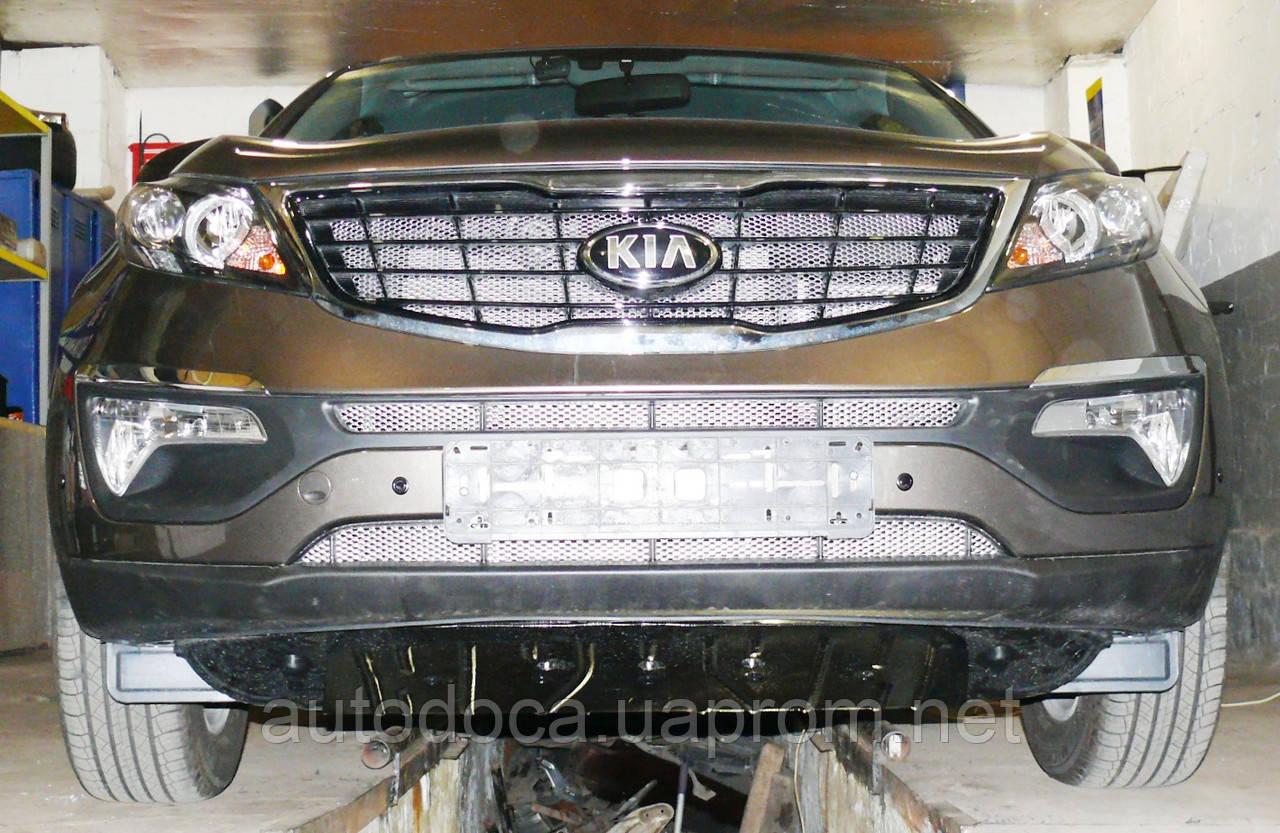 Декоративно-защитная сетка радиатора Kia Sportage 2010-  фальшрадиаторная решетка, бампер