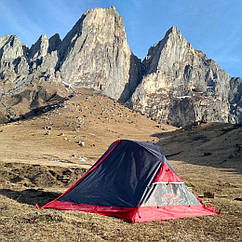 Намет 2-х місний туристичний двошарови для кемпінгу і альпінізму Tramp Sarma v2 TRT-030.