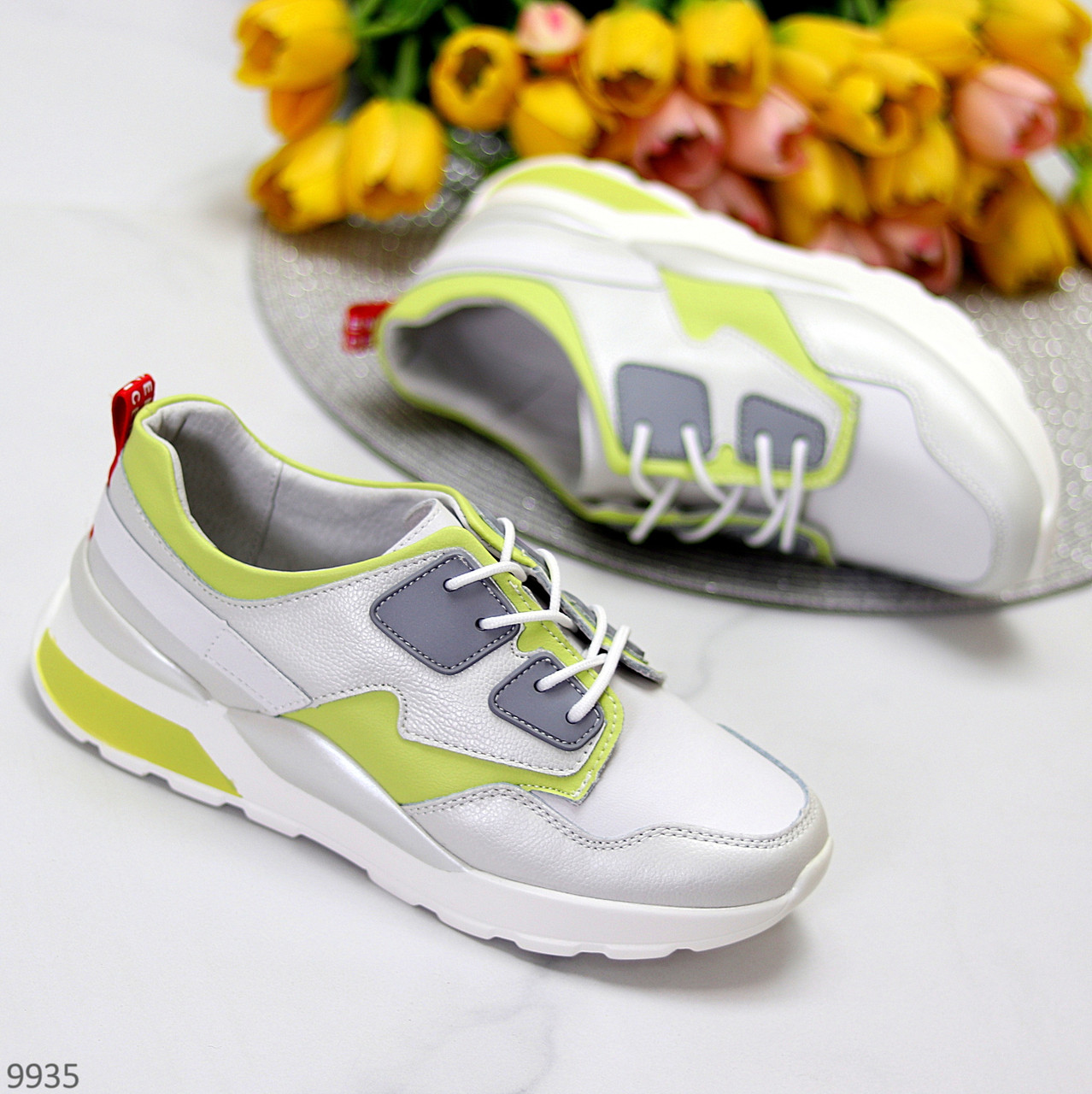 Кросівки жіночі білі з зеленим/ сірим натуральна шкіра весна-осінь