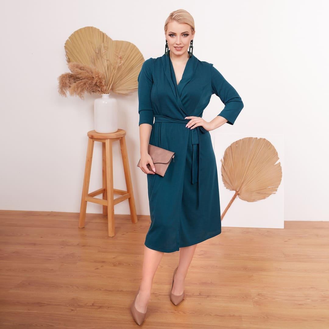 Элегантное деловое платье миди на запах с поясом, тбатал большие размеры