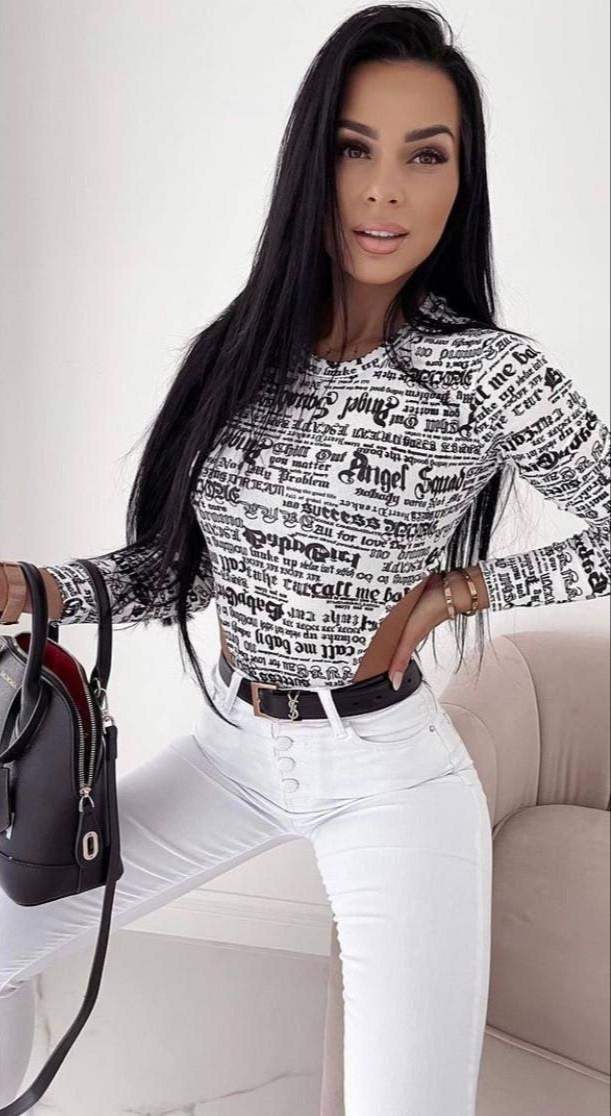Яскраві стильні жіночі боді з принтом газета тренд 2021