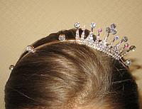 Обруч для волос с коронкой сияющие камни, золотистый