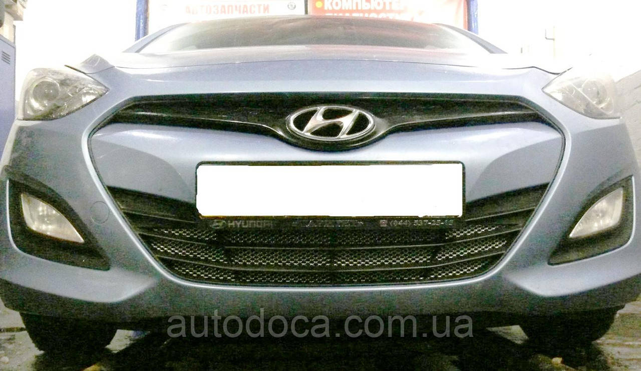 Декоративно-защитная сетка радиатора  Hyundai I30 бампер