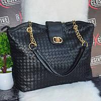 Красива чорна жіноча сумка з золотистою фурнітурою. плетена, фото 1