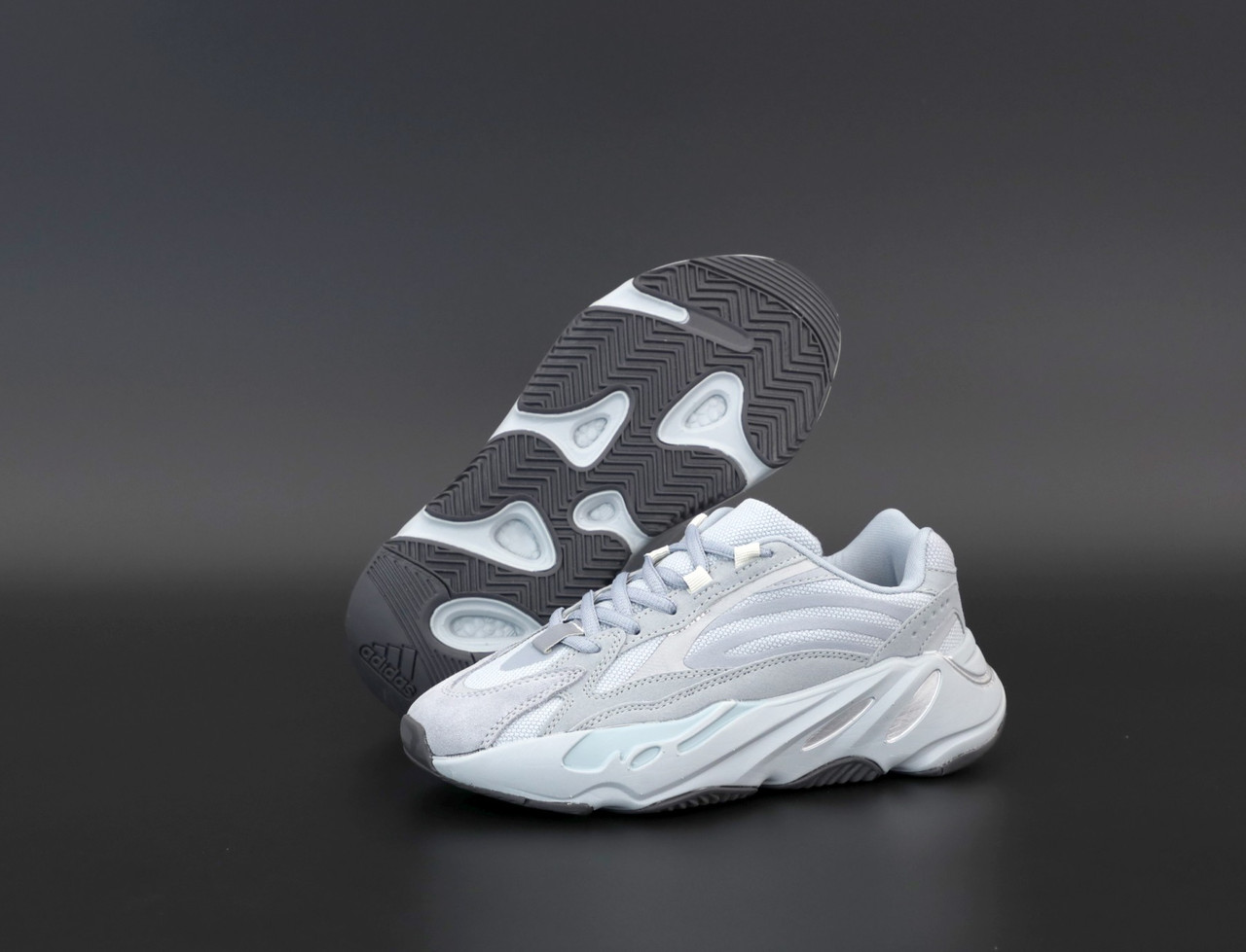 Женские серые Кроссовки Adidas Yeezy Boost 700