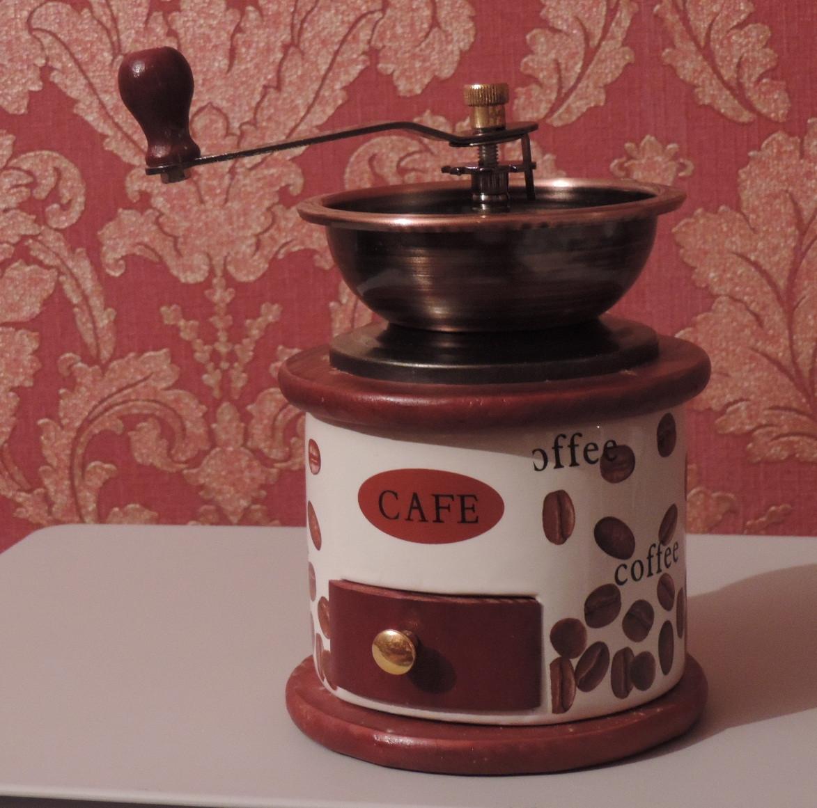 Кофемолка ручная. Керамика-дерево. Под старину. Производство Польша.