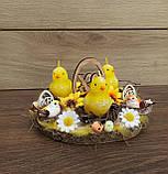 Пасхальна, великодня композиція з курчатами зі свічками на стіл., фото 2