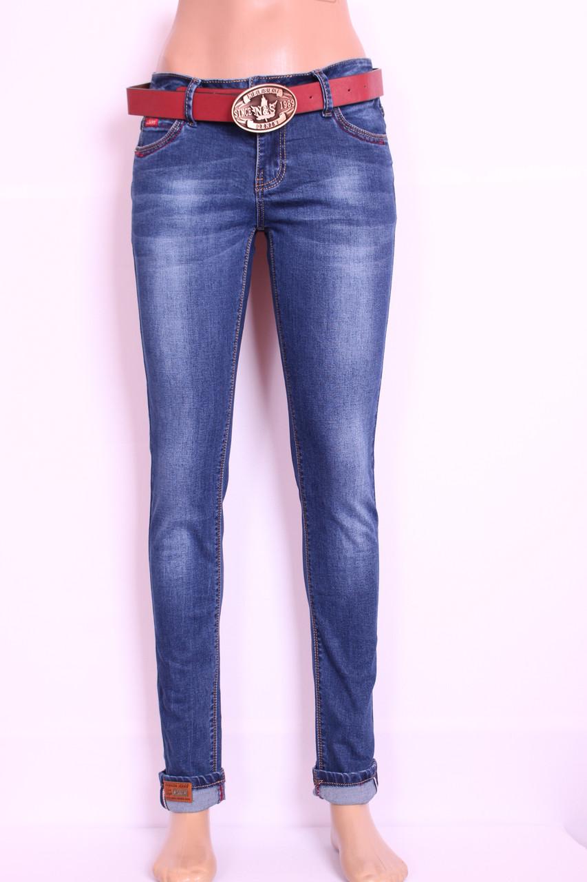 Женские  джинсы c потертостями зауженные к низу