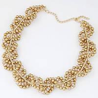 Нежное украшение: золотые жгуты в переплете с золотым жемчугом.  Жемчуг всегда  в тренде.