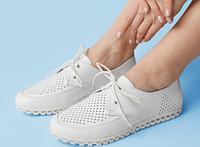 Белые женские мокасины с перфорацией на шнуровке из натуральной кожи, фото 1