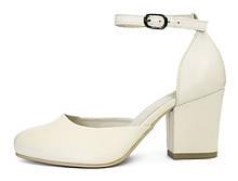 Женские босоножки Nona с закрытым носком на небольшом каблуке из натуральной кожи белого цвета батал