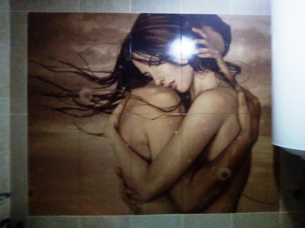 Плиточное панно -Объятия пары