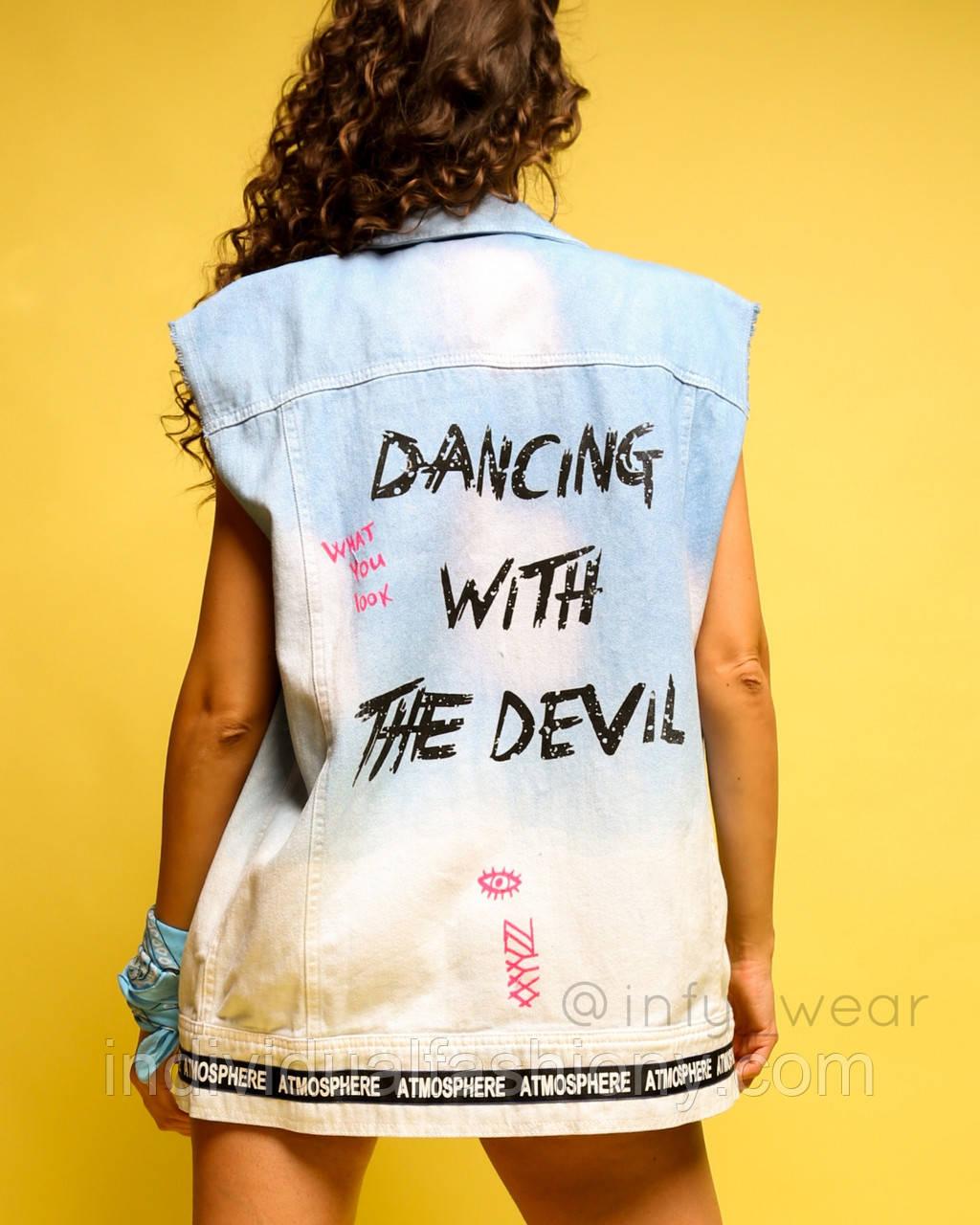 Джинсова жилетка Devil жіноча подовжена безрукавка з принтом