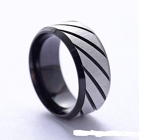 Ребристое черное кольцо для мужчин  8 мм. Размер 17-23. Кольцо на большой палец мужское