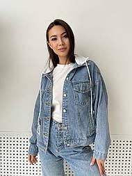 Куртка жіноча джинсова з білим і сірим капюшоном