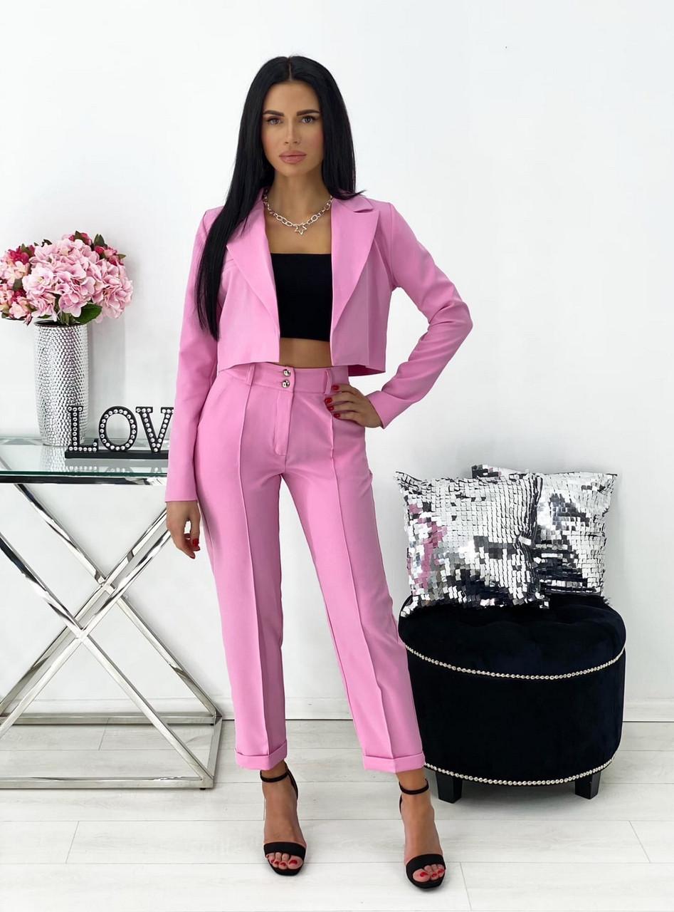 Стильний брючний костюм з коротким оригінального крою піджаком, 00687 (Рожевий), Розмір 42 (S)