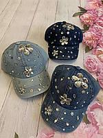 Кепка джинсовий для дівчинки зі стразами Квіти розмір 54-55 см, кольору при замовленні вказуйте
