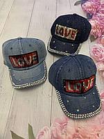 Кепка джинсова для дівчаток з паєтками Love розмір 54-55 см, кольору при замовленні вказуйте