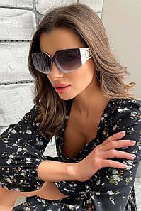 Жіночі сонцезахисні квадратні окуляри в білій оправі (1739.4601 svt)
