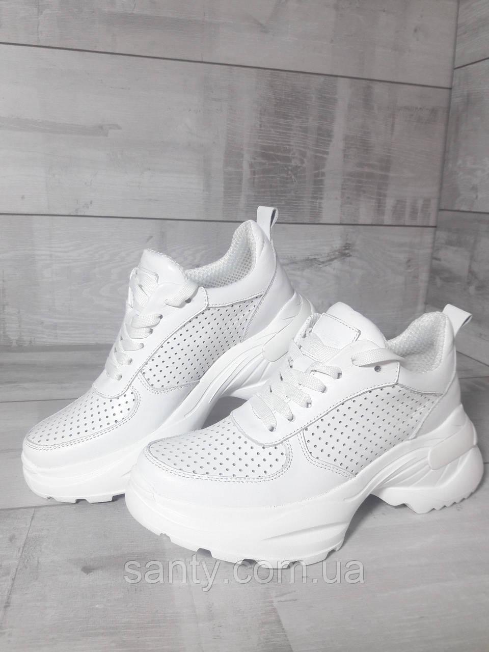 Белые массивные кроссовки из натуральной кожи. Білі масивні шкіряні кросівки.