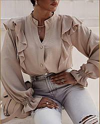 Нежная блуза с воланом на плечах