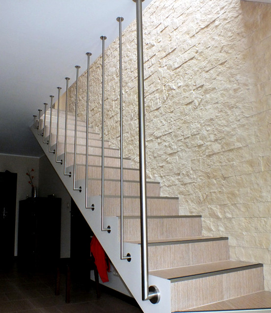 Хто виробляє перила для сходів?