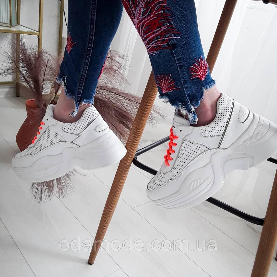 Кросівки жіночі білі на подошві