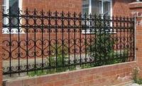 Кирпичный забор с кованными элементами