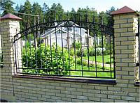 Белый кованый забор