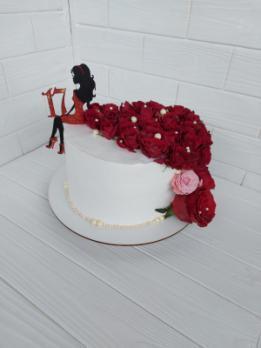Тортик для девушка на 17 лет с индивидуальным топпером сидящей девушки ♥
