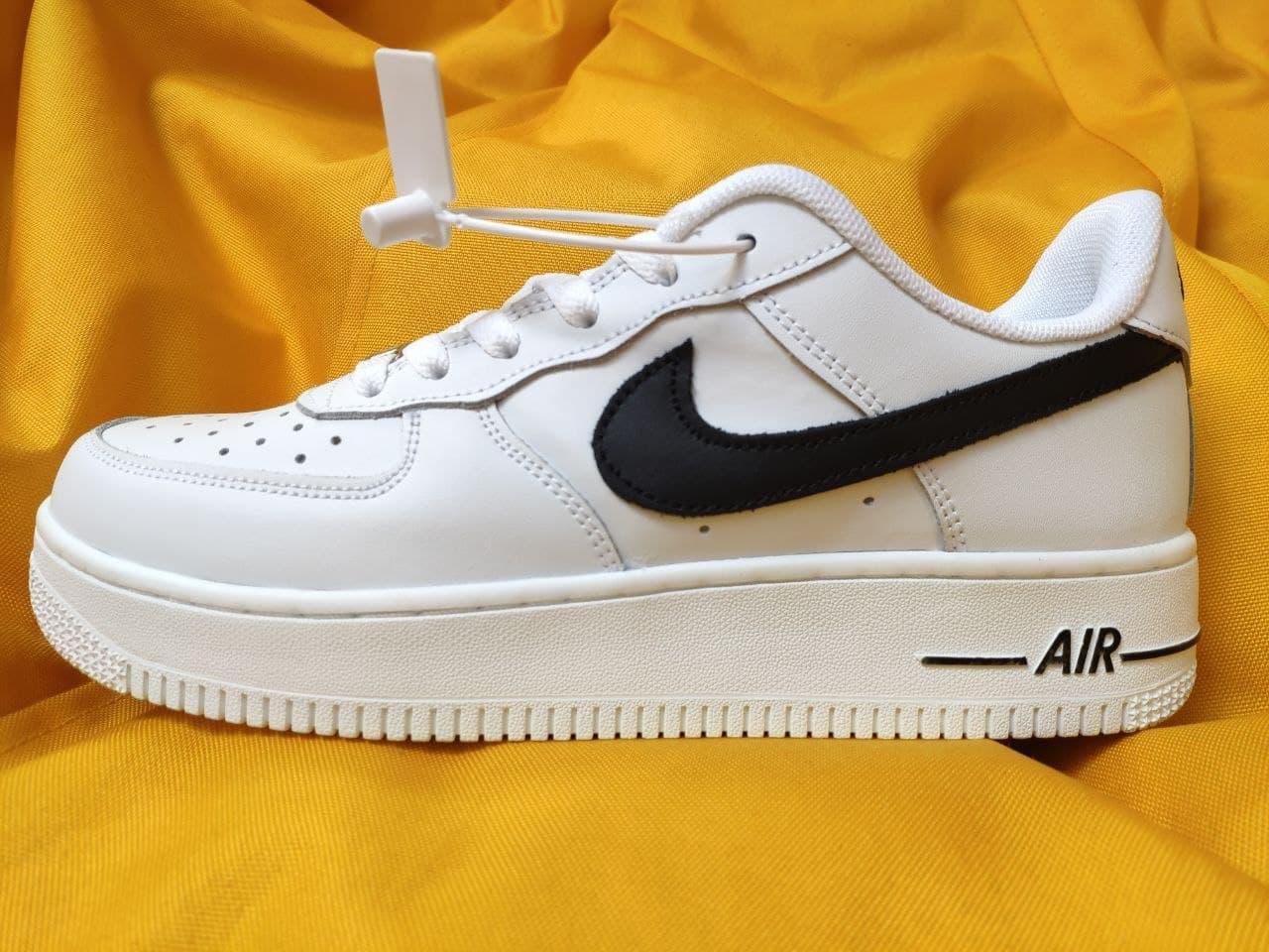 Женские кроссовки Nike Air Force Low (белые с черным) D112 крутая кожаная обувь