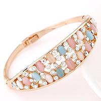 Золотистый браслет с камнями пастельных цветов