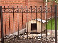 Профильный забор с элементами ковки