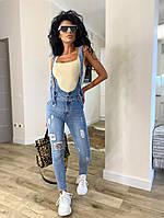 Жіночий стильний джинсовий комбінезон з потертостями, фото 1