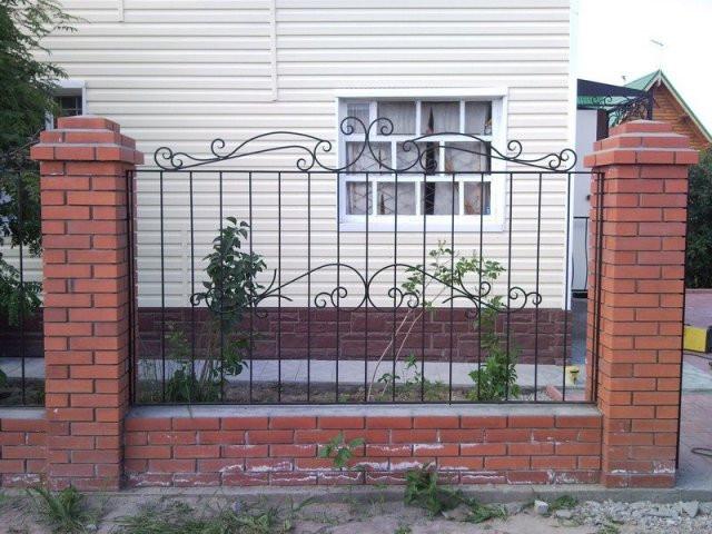 Забор из кованых элементов