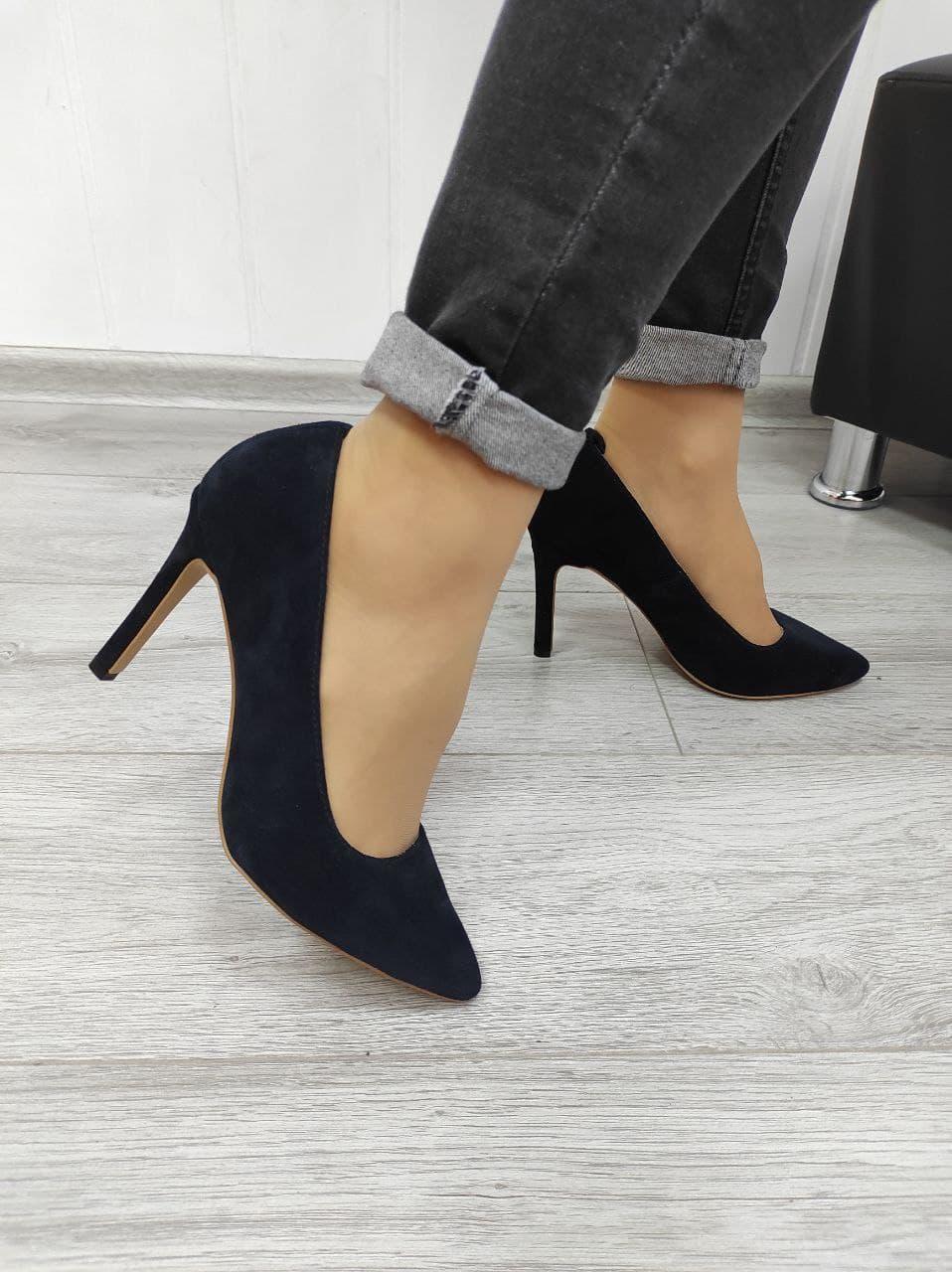 Сині замшеві туфлі на обтяжной шпильці в наявності
