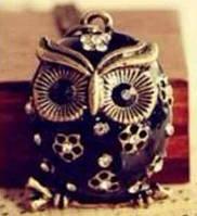 """Модна підвіска прикраса """"Сова"""" чорного кольору з декором з квіточок і білими кристалами"""